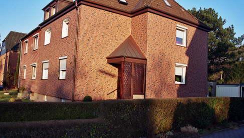 Zierer Fassadenenverkleidung, Farbe: Braun geflammt Vordach in Kupfer Stehfalzeindeckung