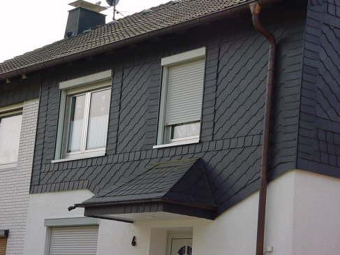 Vordach integriert in die  Fassadengestaltung