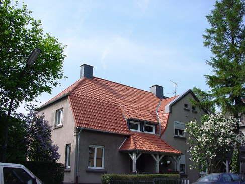 Dachsanierung mit Braas Harze Pfanne, Farbe: Klassisch Rot