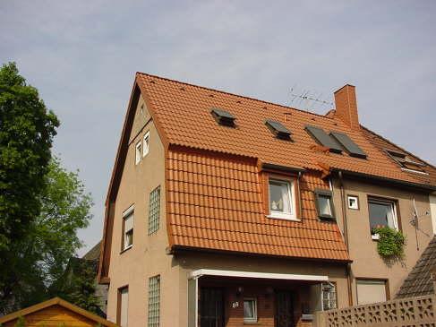 Dacheindeckung mit BRAAS Harzer Pfanne,  Farbe: Klassisch Rot